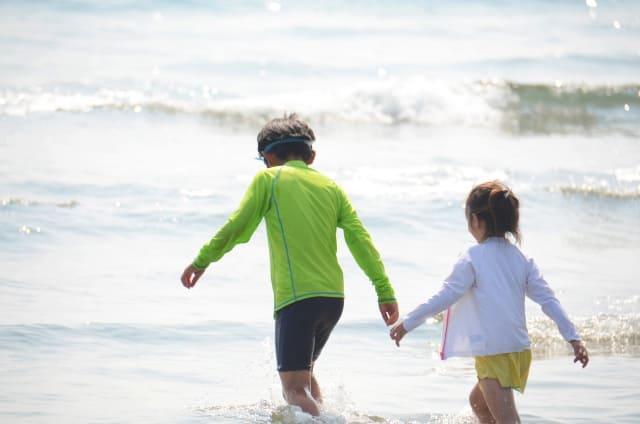 ラッシュガード着る子ども